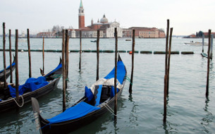 Venice Night Gondola Serenade - Group Guided Tours - Venice Museum